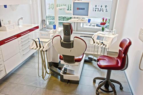 Zahnarzt Behandlungsraum - CMK Zahnarztpraxis in Berlin-Mitte