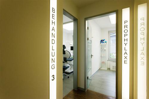 Zahnarzt für Chirurgie - CMK Zahnarztpraxis in Berlin-Mitte